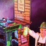 Timmie-Tirol,-DJ-Timmie-Tirol-boeken,-Oktoberfest-DJ-Timmie-Tirol,-Timmie-Tirol-kleinste-DJ-van-Europa